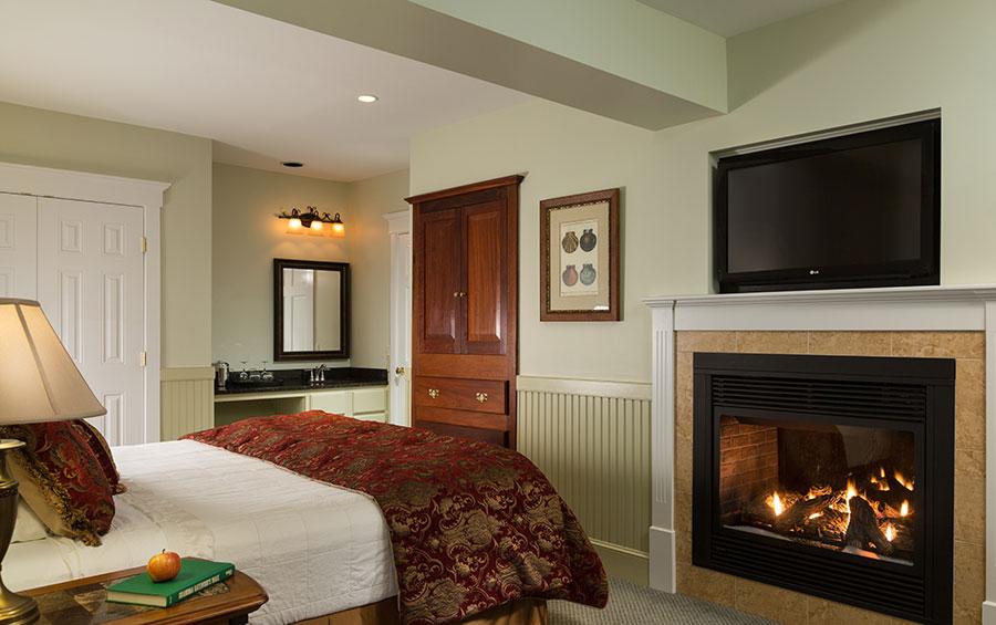 Premier River View Fireplace Suite